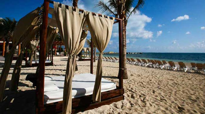 daybeds-on-the-beach_cancun